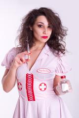 sexy Krankenschwester mit Spritze