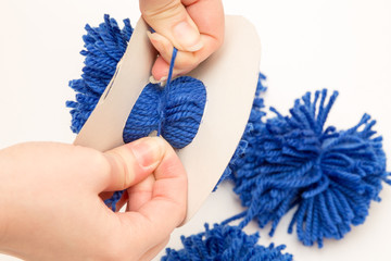 tie pompom middle thread
