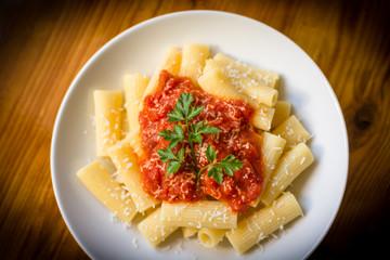 Rigatoni al sugo, cucina italiana