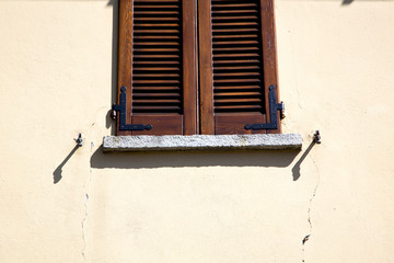 shutter europe  italy  lombardy       in  the milano old    clos