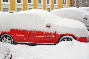 verschneite autos, wintereinbruch