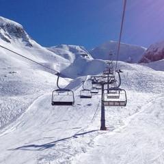 piste da sci con seggiovia