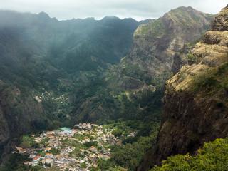 Blick hinunter auf Curral das Freiras, Madeira