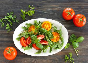 Tomaten mit Basikum und Rucola