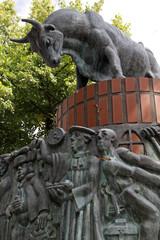 Stierbrunnen auf dem Schlachtermarkt in Schwerin