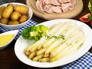 Spargel mit neuen Kartoffeln und Sauce Hollandaise