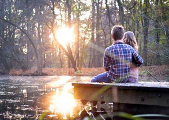 liebespaar beim sonnenuntergang