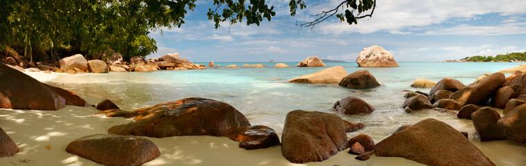 Сейшелы лагуна пляж панорама с камнями