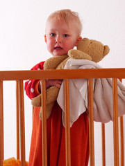 little girl hoolding the teddy
