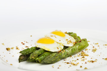 Bismark asparagus recipe on a white background.