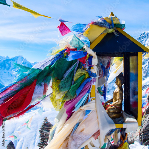Fotobehang Nepal mountain scenery from gokyo ri with prayer flags - Nepal