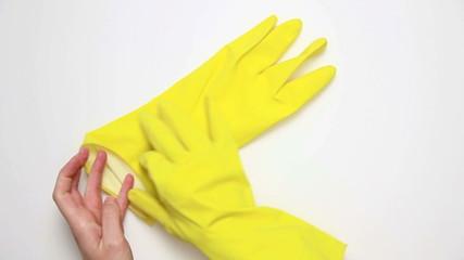 Schutzhandschuhe anziehen