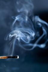 rauchendes Streichholz II
