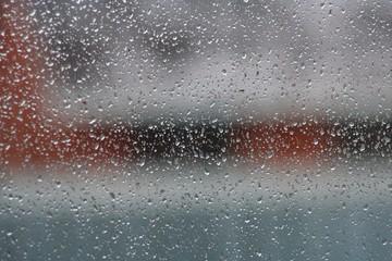 Дождь за окном. Капли дождя на стекле.