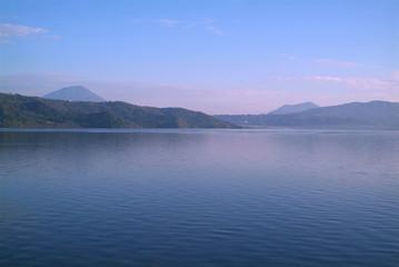 朝の洞爺湖