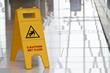 Warning sign slippery - 78042952