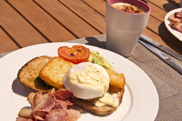 Eggs benedict and a coffee