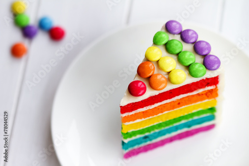 Slice of rainbow cake - 78044529