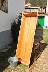 Artesa y cubo, matanza del cerdo, Linares de la Sierra, España
