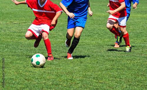 Zdjęcia na płótnie, fototapety, obrazy : Kids are playing football