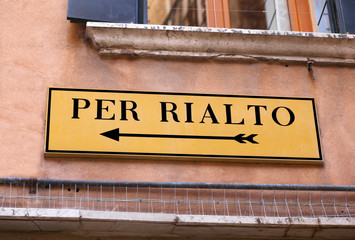road signal to Rialto Bridge in Venice