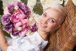 Obrazy na płótnie, fototapety, zdjęcia, fotoobrazy drukowane : blond woman holding flowers, looking up, short haircut