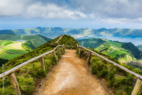 fototapeta na ścianę Idąc ścieżką do jezior Sete Miasta, Azory