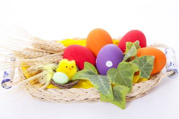 cestino con uova di pasqua