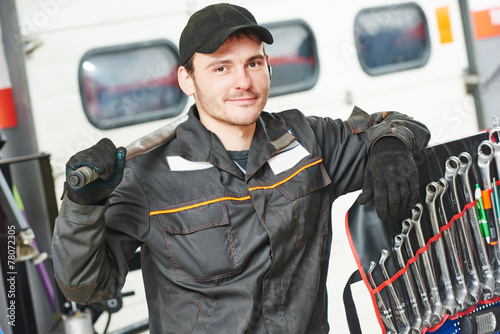 Deurstickers Repairman auto mechanic
