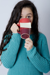 Young girl with note on mug