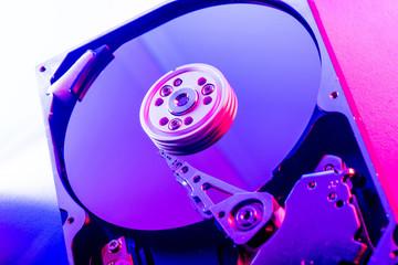 Piatti e tesina di un hard disk drive