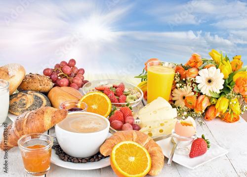 Leinwanddruck Bild Guten Morgen: Leckeres Frühstück im Freien genießen :)