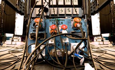Cables en el escenario.Sonido y concierto.Equipo eléctrico