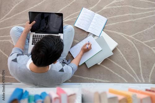 Leinwanddruck Bild Doing homework