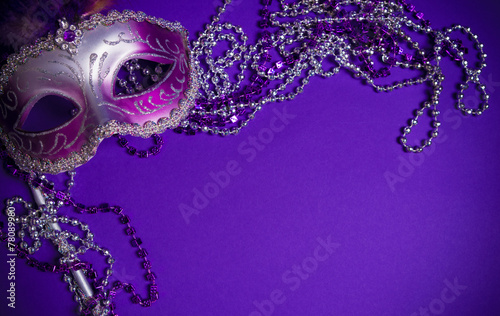 Deurstickers Carnaval Purple Mardi-Gras or Venetian mask on purple background