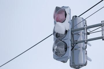 雪が着いたLED信号機
