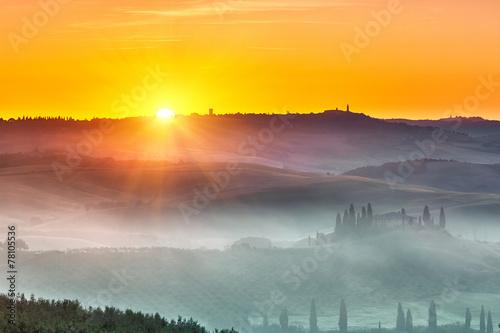 Tuscany sunrise - 78105536