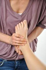 Osteopathische Behandlung an Fuß-Gelenk