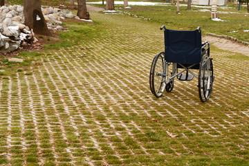 tekerlekli sandalye ve park alanı