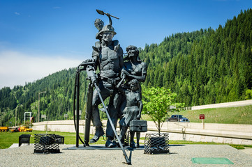 sculpture of Miners family