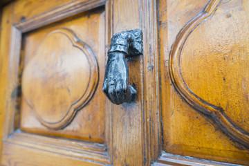 Puño antiguo de una puerta.