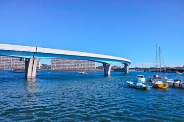 金沢シーサイドラインと平潟湾