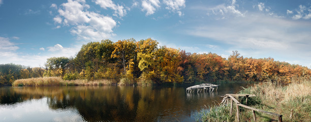 Старый пруд в лесопарковой зоне