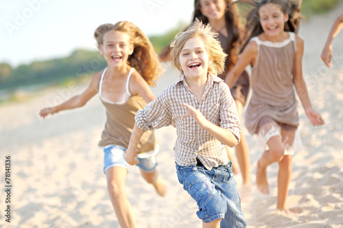canvas print picture Portrait of children on the beach in summer