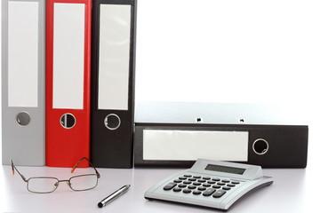 Schreibtisch mit Geräten