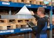 Lager Logistik Kommissionieren mit Tablet - 78145797
