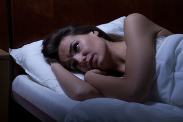 Woman can't sleep during night