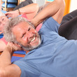 älterer Herr bei der Gymnastik