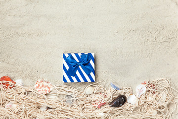 Gift box and net with shells
