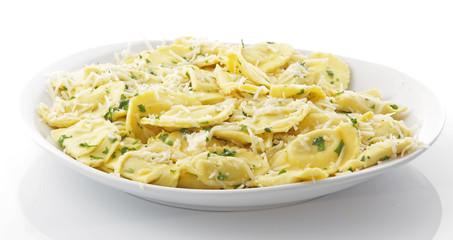 Assiette raviolis fromage basilic